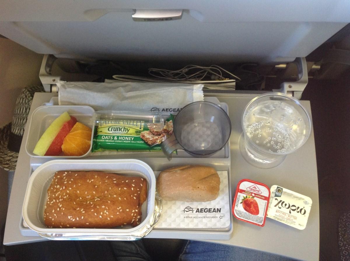 Питание на рейсе Эгейских авиалиний Ираклион-Москва