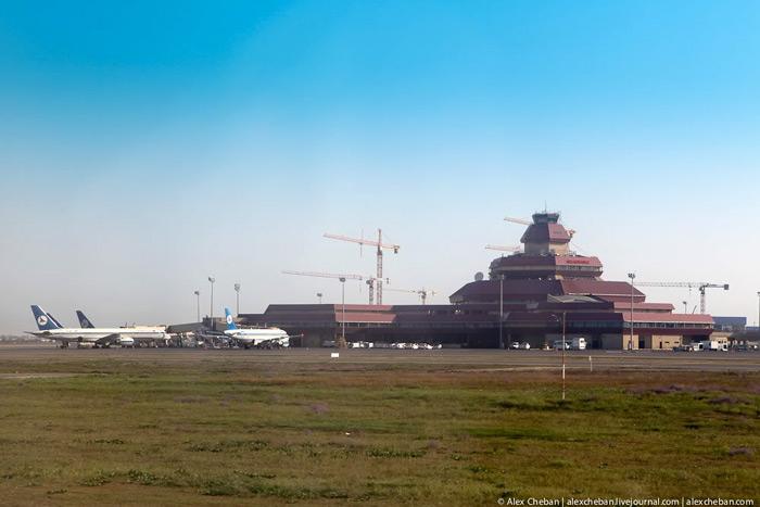 Аэропорт имени Гейдара Алиева в Баку
