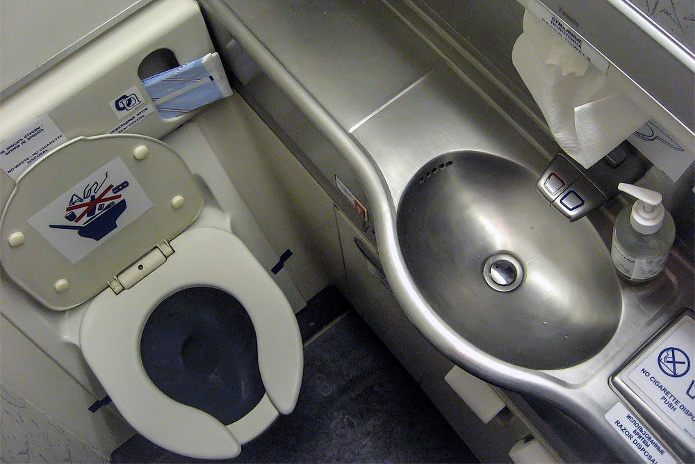 Restrooms of a Boeing 777-200 of Transaero