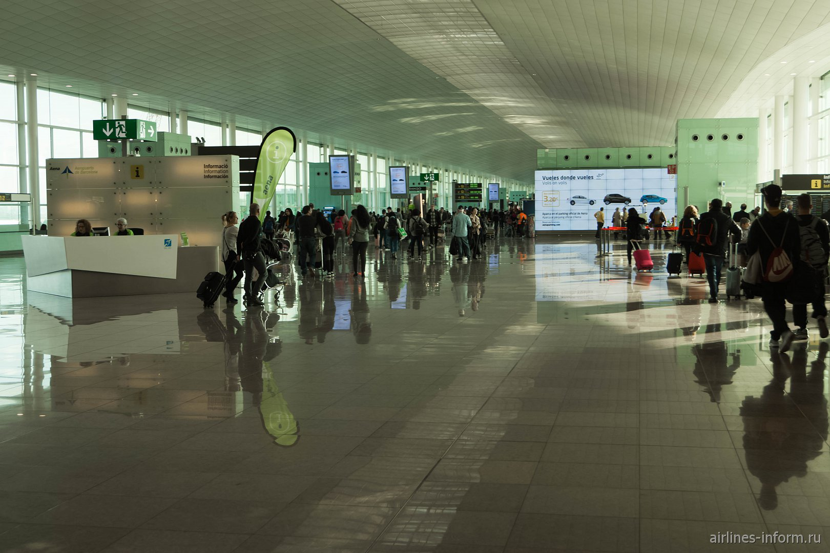 В секторе B терминала T1 аэропорта Барселона Эль-Прат