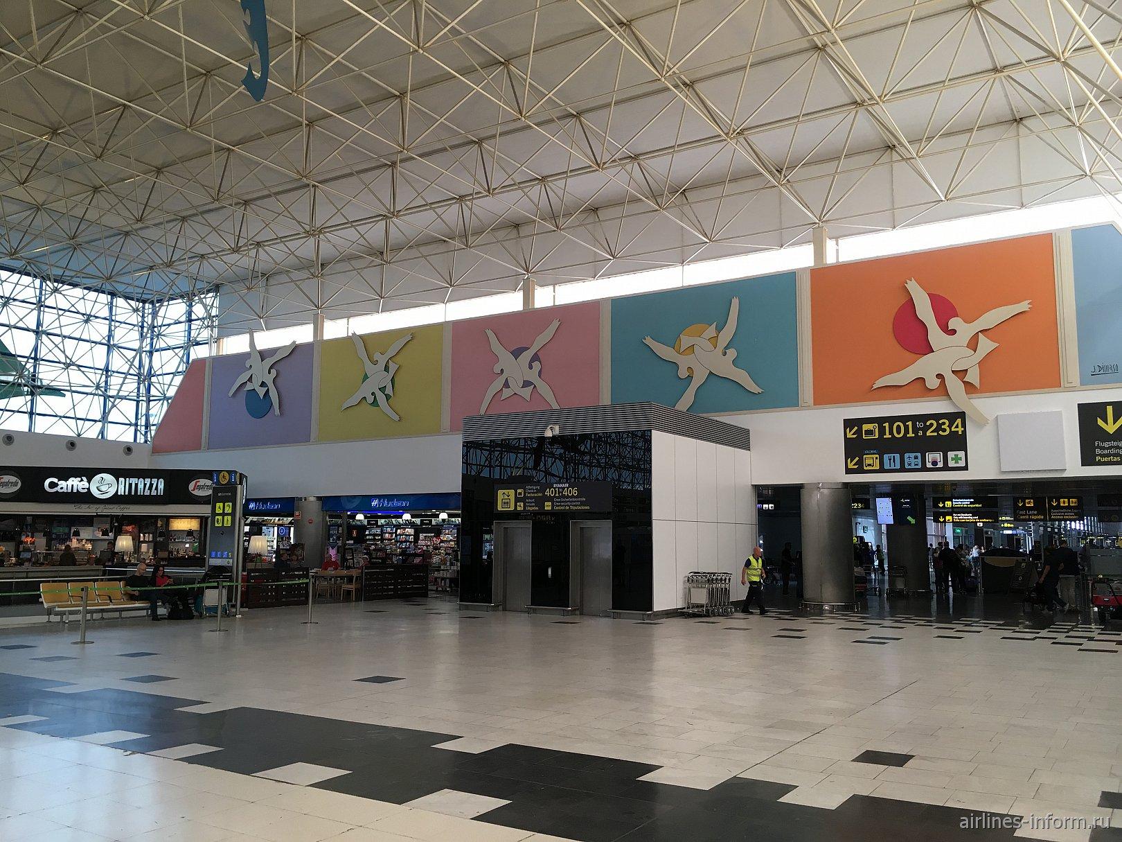 Орнаменты в пассажирском терминале аэропорта Гран-Канария
