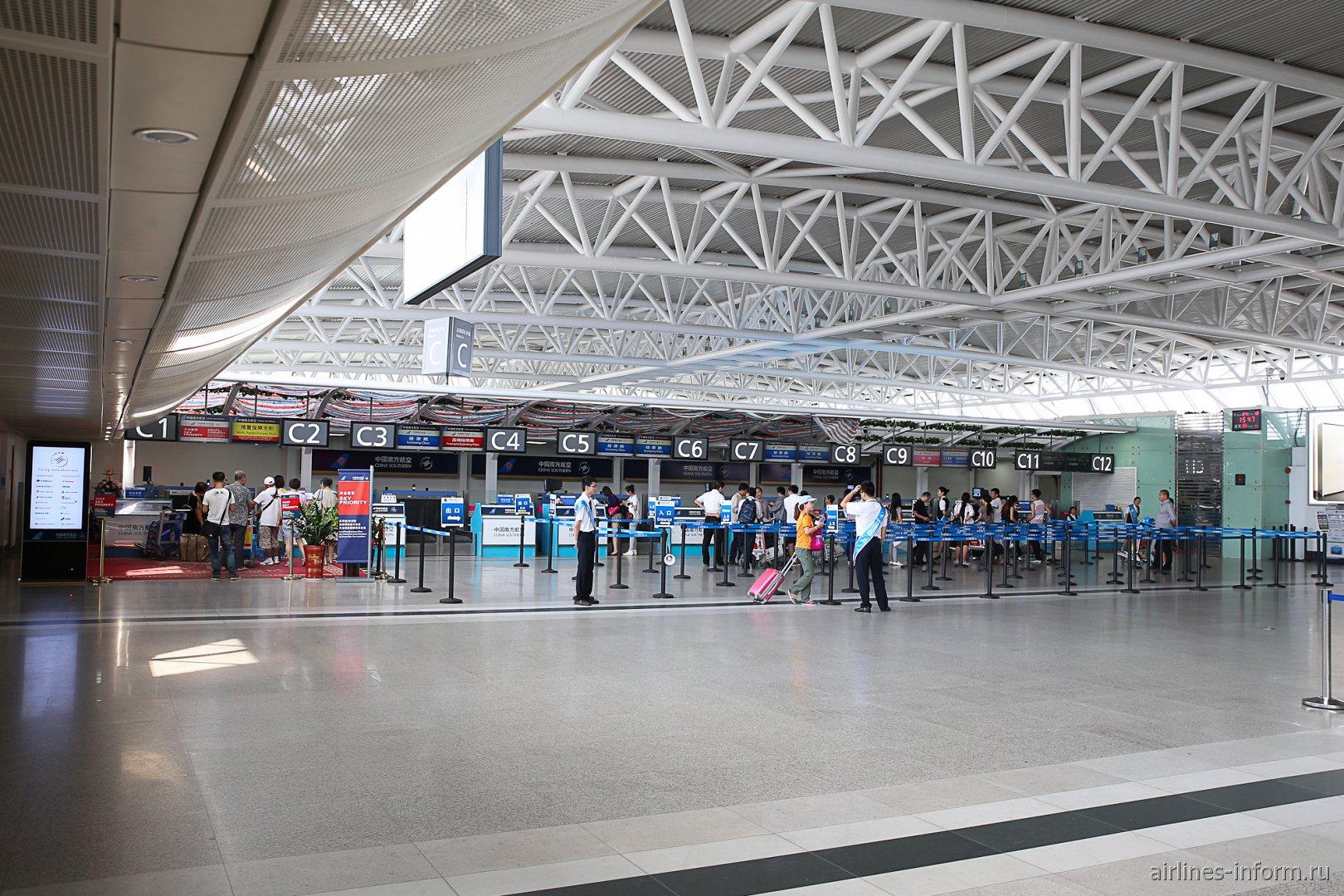 Зона регистрации C в терминале внутренних линий аэропорта Санья Феникс