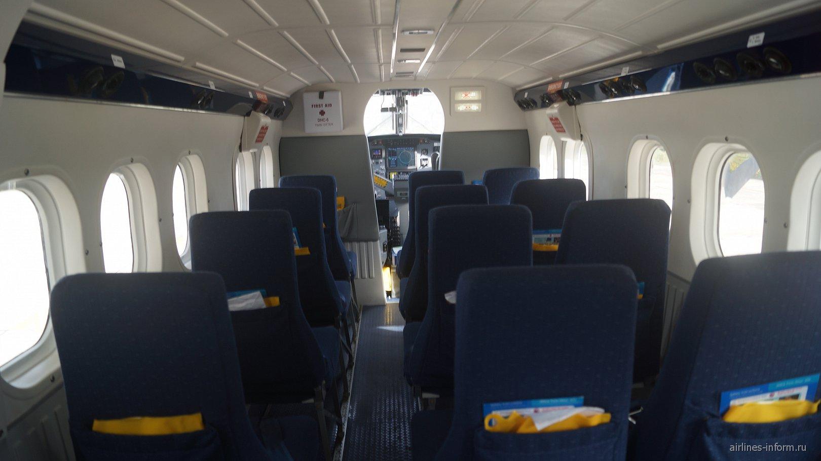 Пассажирский салон самолета DHC-6 авиакомпании Air Seychelles