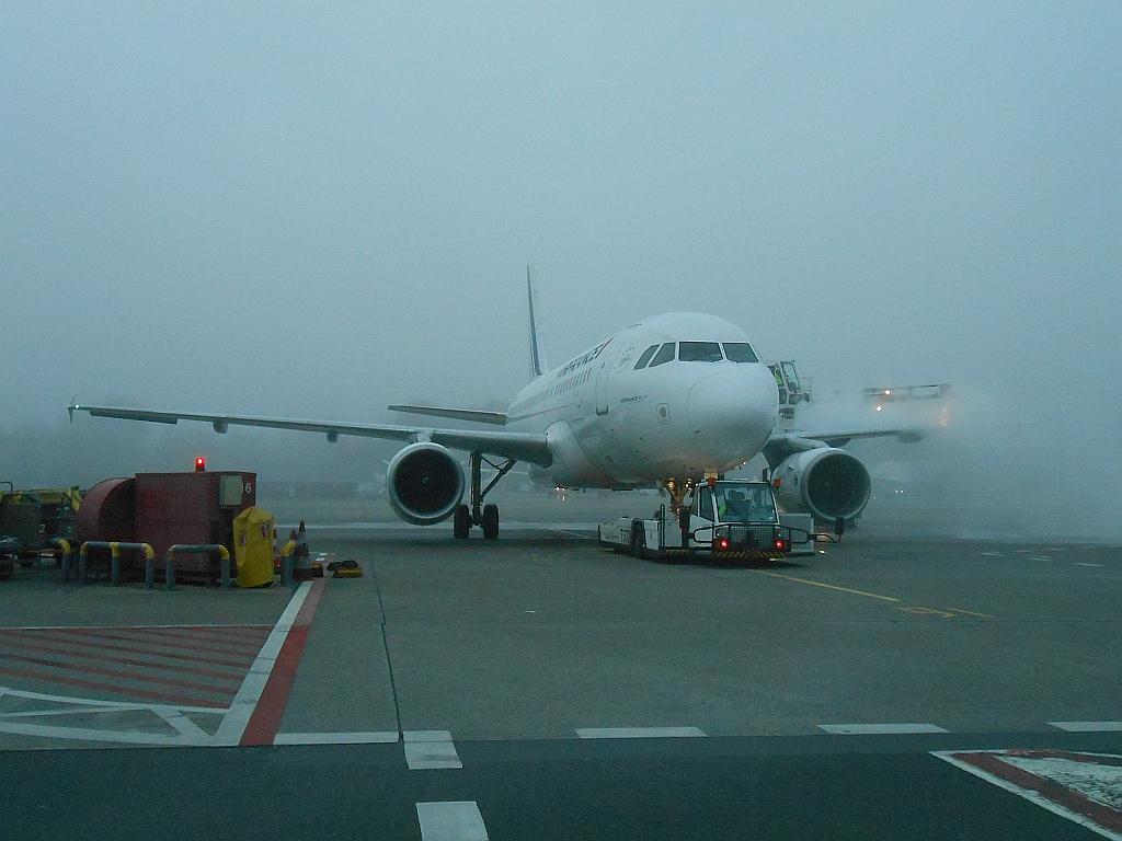 Облив Airbus A320 Air France в аэропорту Берлин Тегель