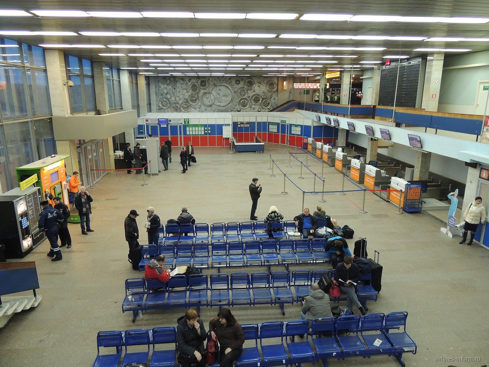 Зона регистрации на рейсы в аэропорту Мурманск