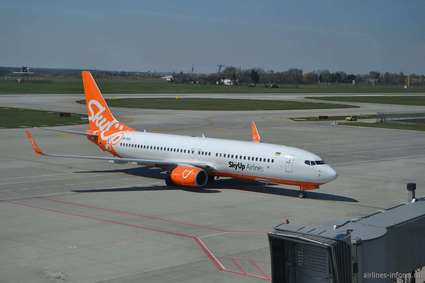 Боинг-737-800 авиакомпании SkyUp в аэропорту Львова