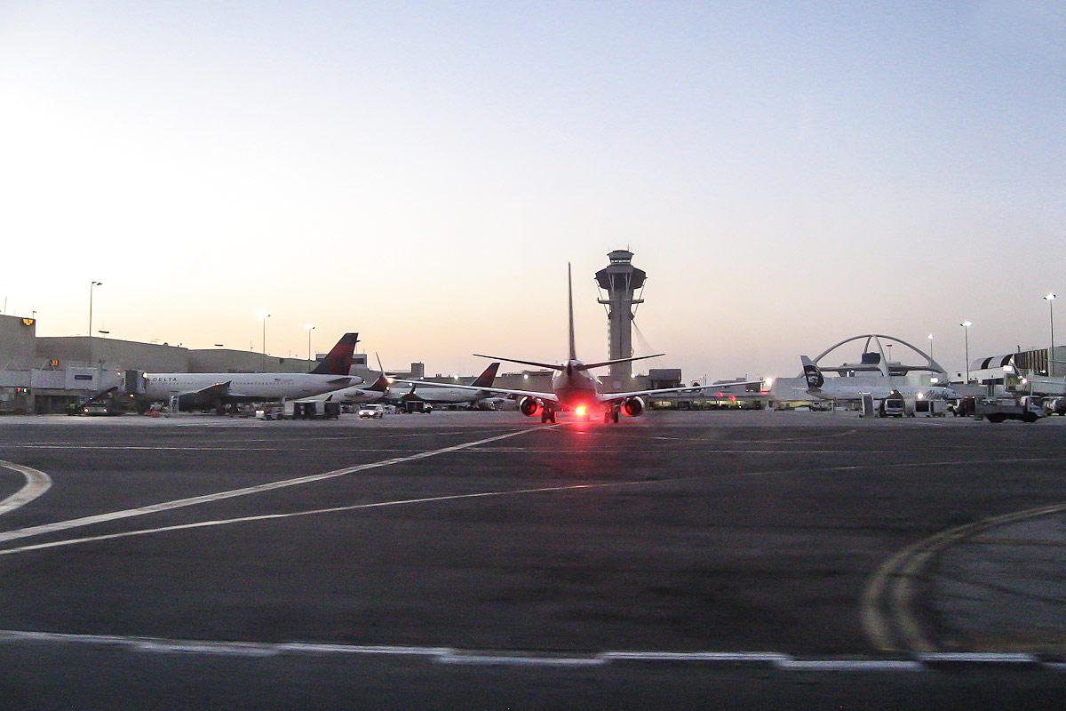 Перрон аэропорта Лос-Анджелеса