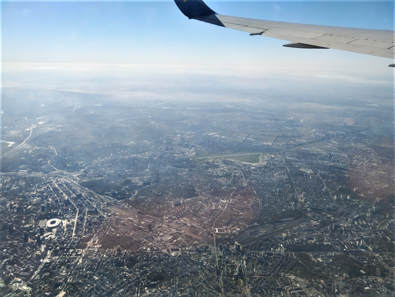 Полет над центром Киева после взлета из аэропорта Борисполь