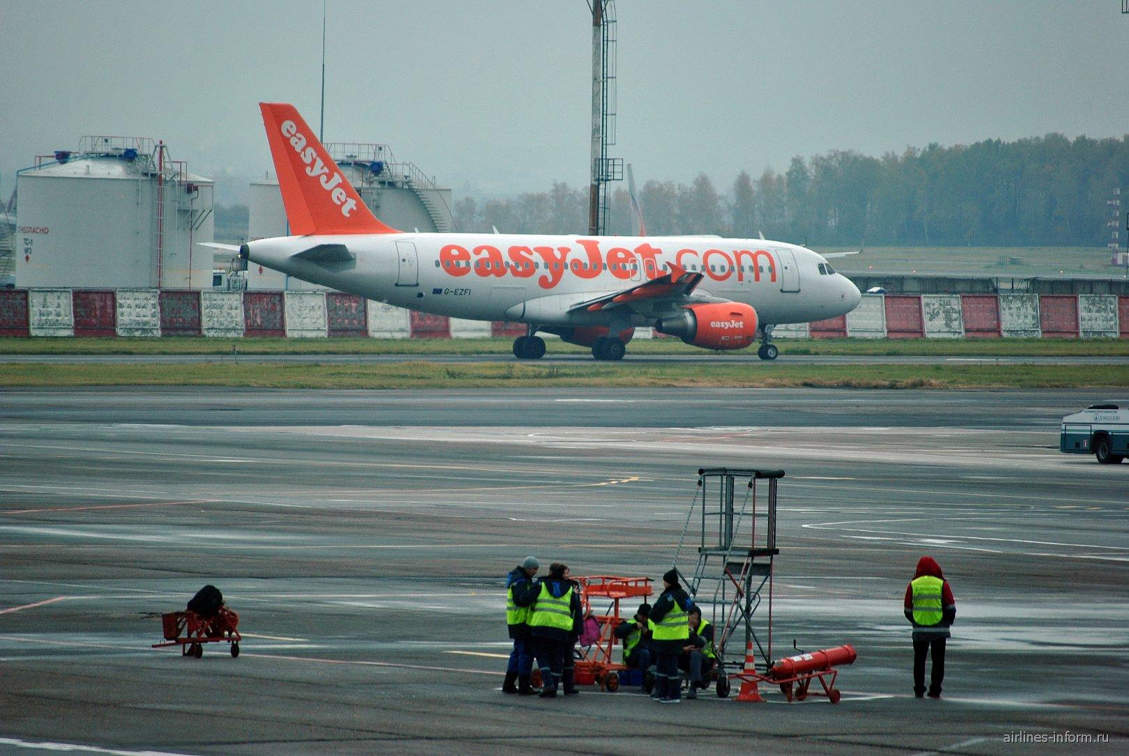 Airbus A319 авиакомпании easyJet в аэропорту Домодедово