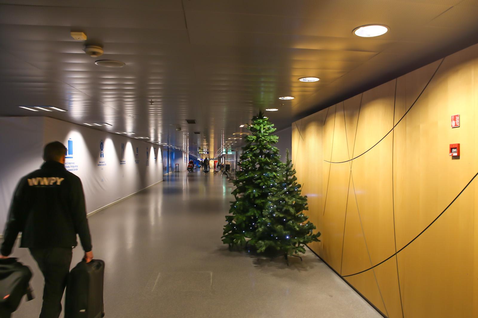 Переход между терминалами в аэропорту Хельсинки