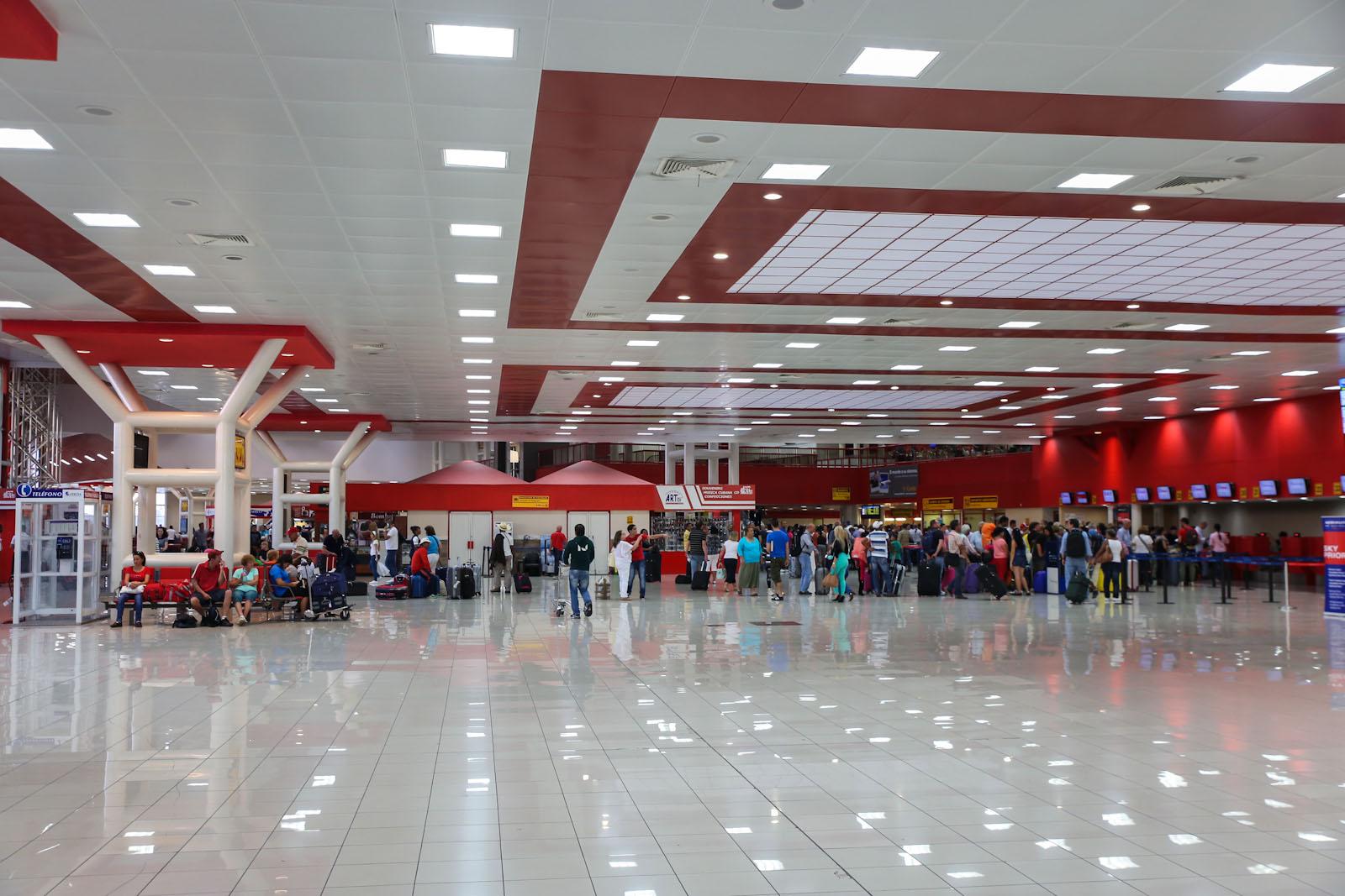 Зал регистрации в международном терминале аэропорта Гавана Хосе Марти