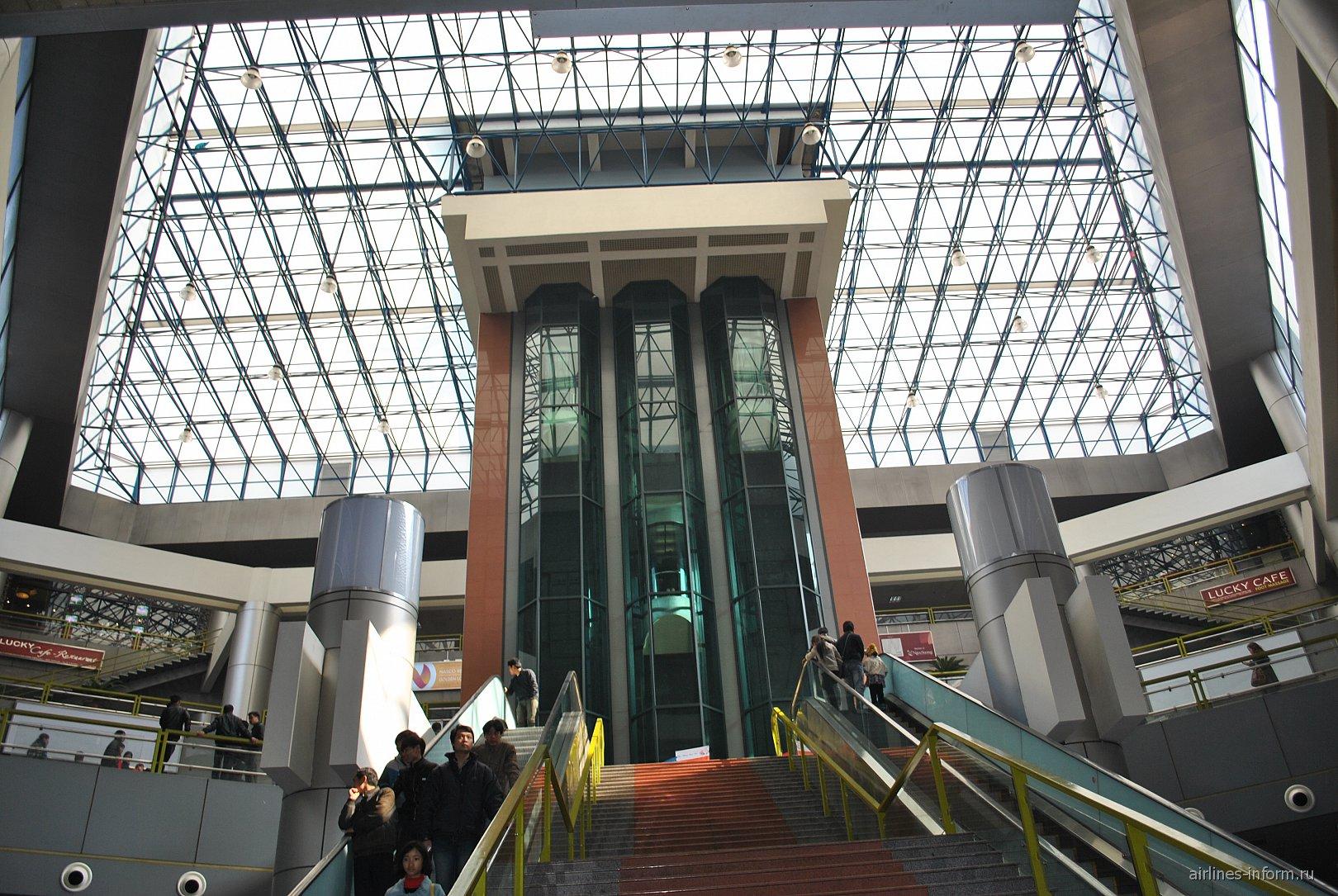 В пассажирском терминале аэропорта Ханой Ной Бай