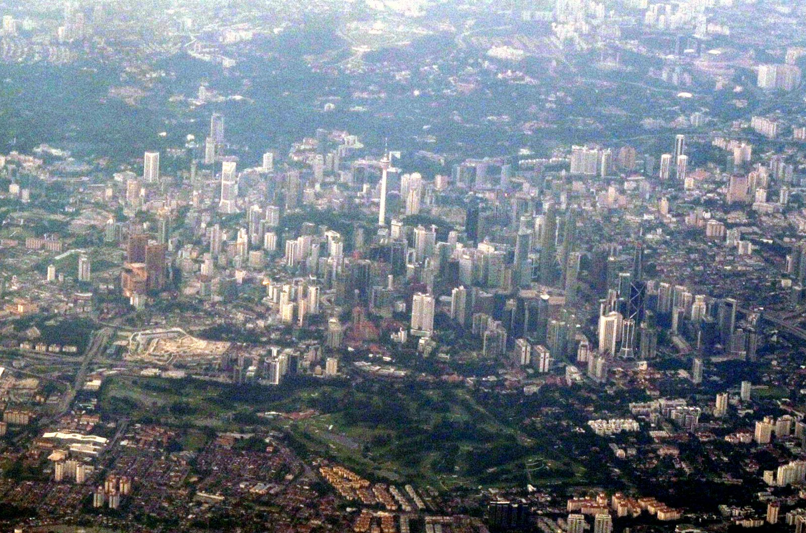 Центр города Куала-Лумпур с телебашней Menara Kuala Lumpur