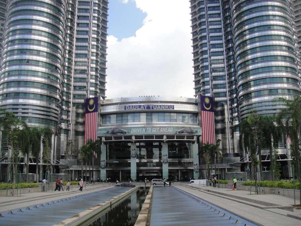 Торговый центр в башнях Петронас в Куала-Лумпуре