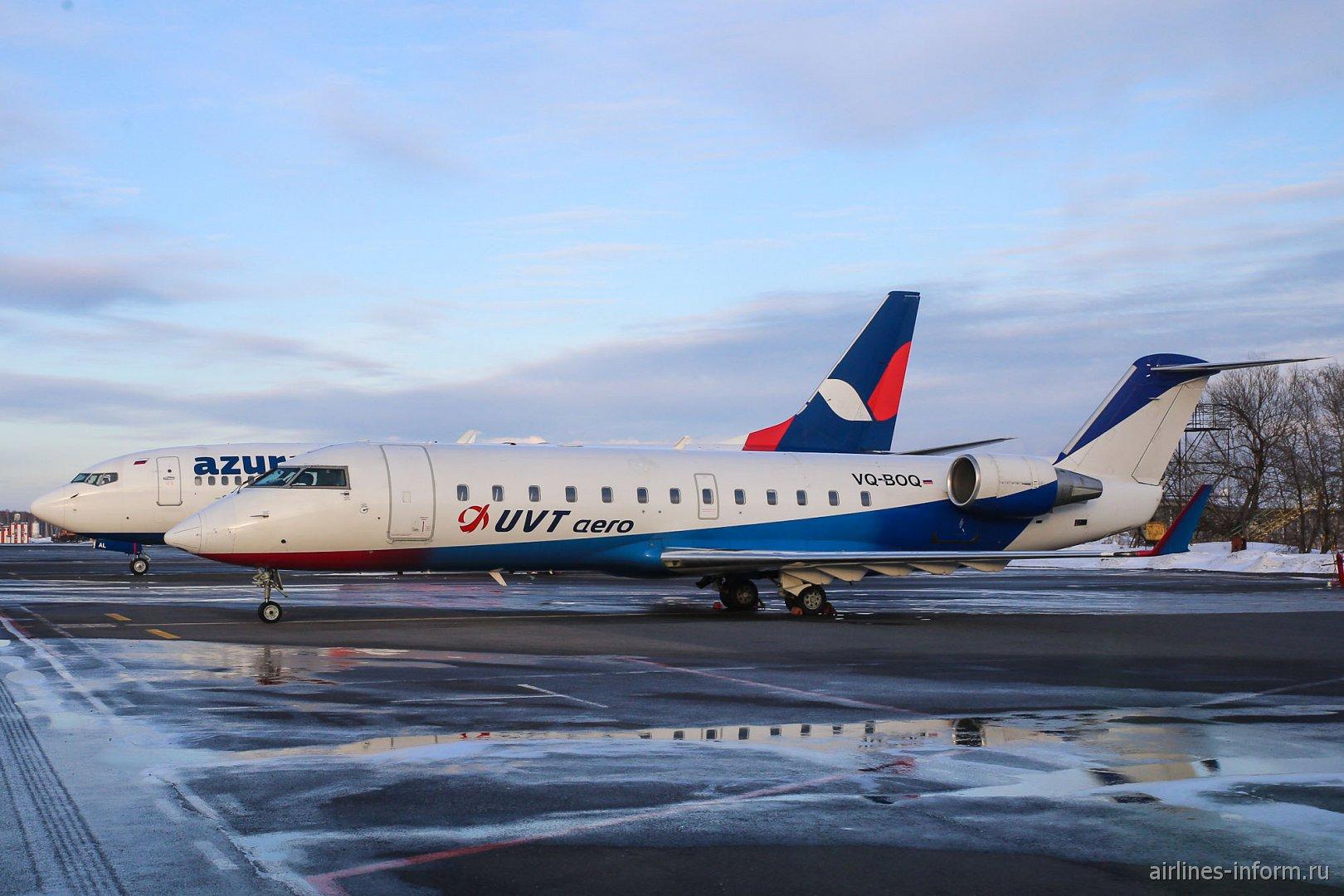 """Bombardier CRJ-200ER авиакомпании """"ЮВТ-аэро"""" в аэропорту Домодедово"""