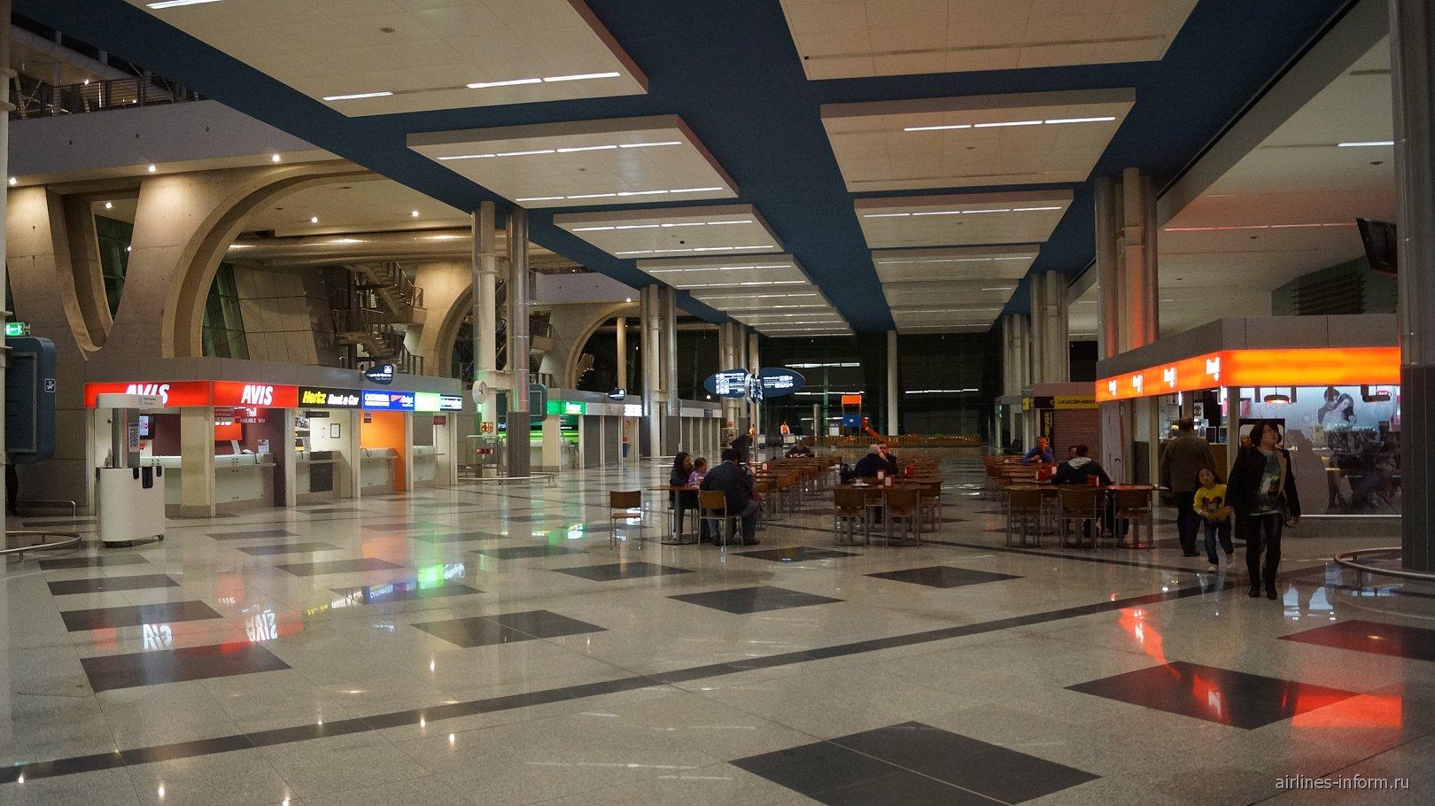 Зал прилета в аэропорту Порту Франциско Карнейро