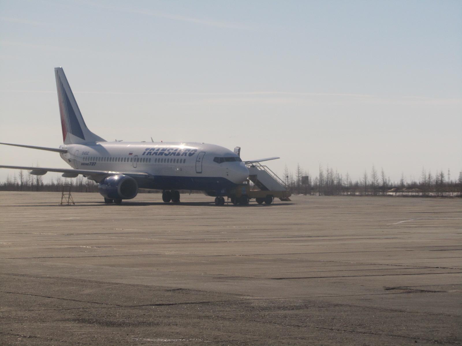 Боинг-737 авиакомпании Трансаэро в аэропорту Нового Уренгоя