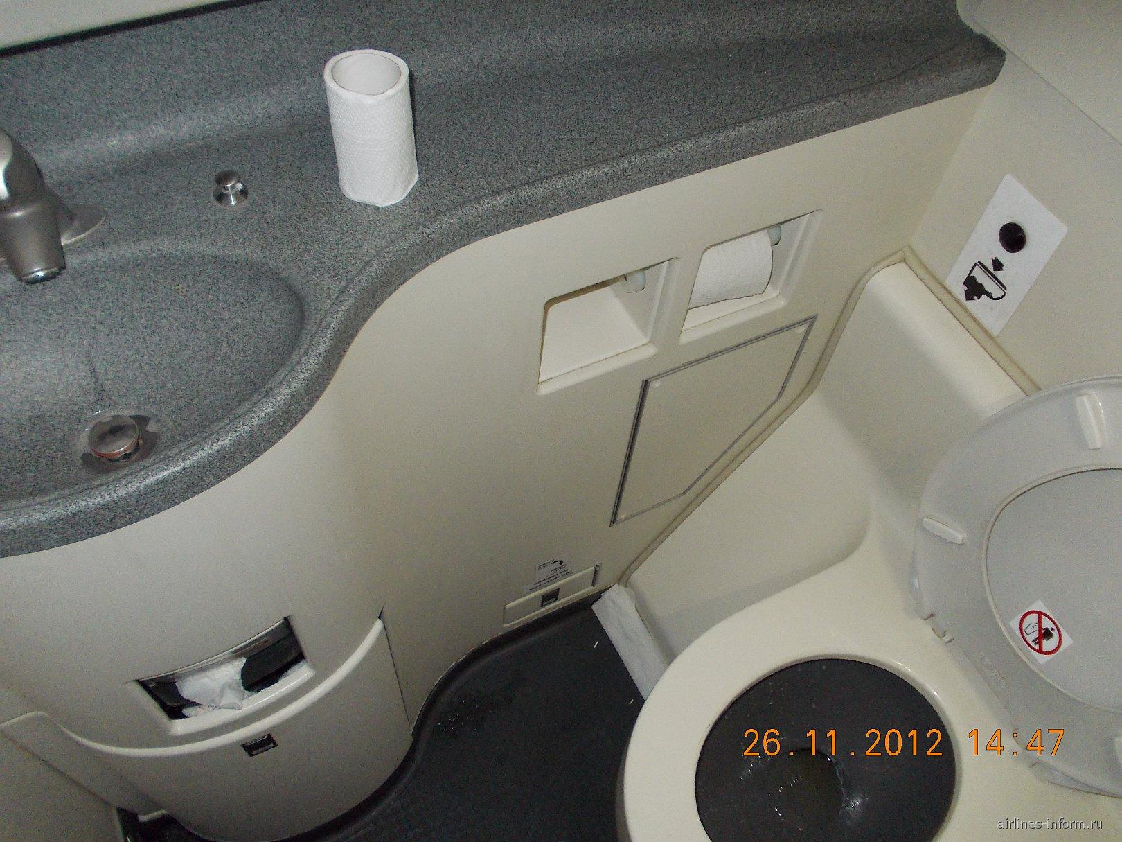 Туалет самолета Суперджет-100 авиакомпании Аэрофлот