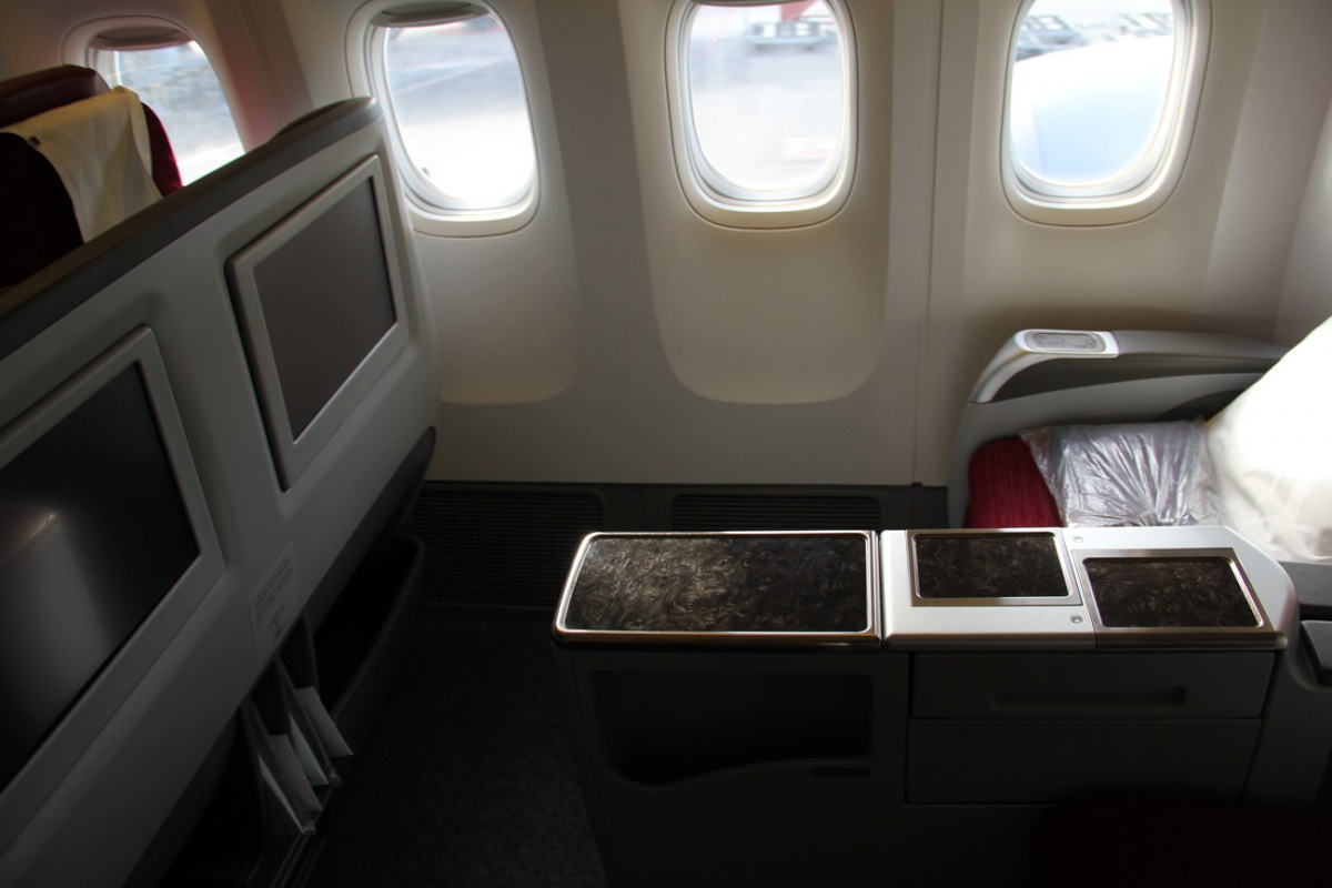 Passenger cabin of a Boeing 777-300 of Qatar Airways