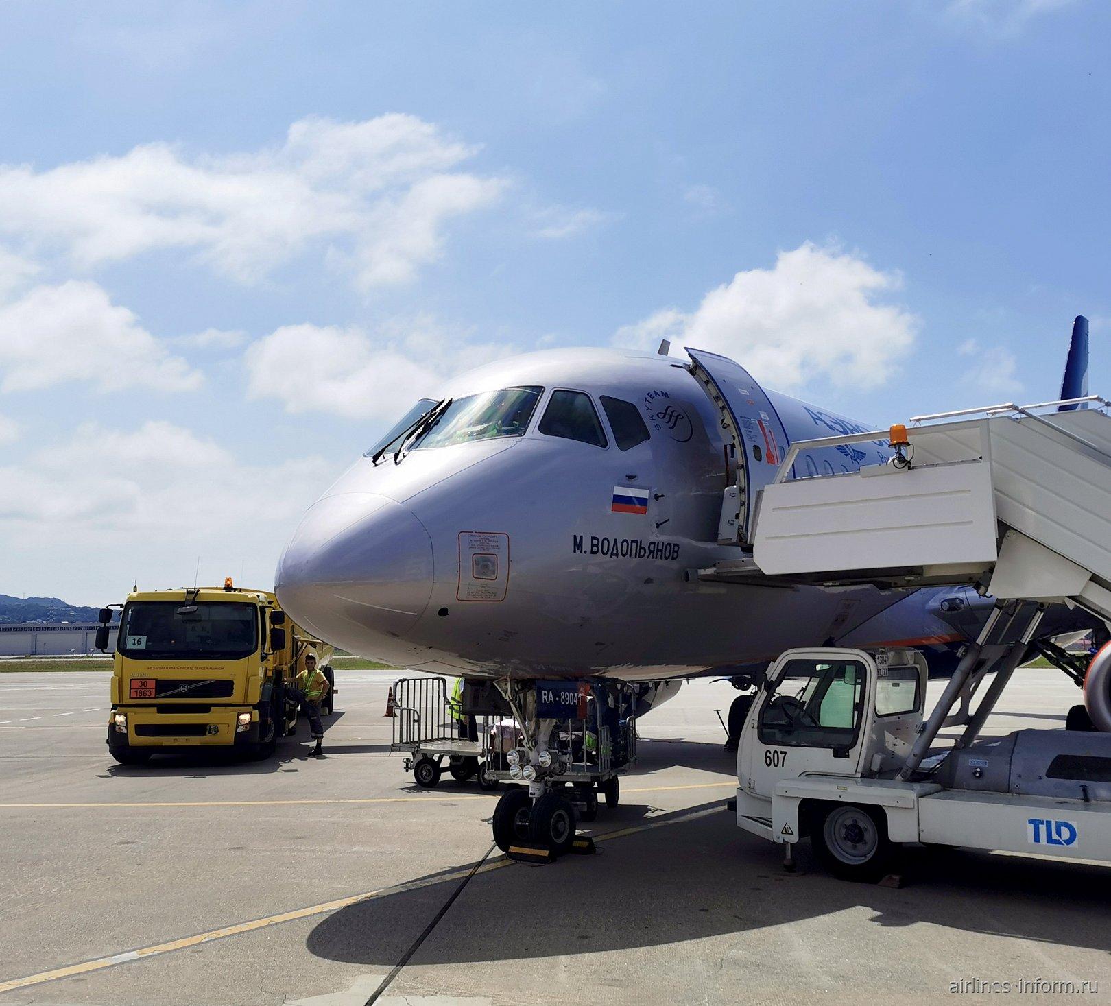 Из жаркого Крыма в субтропический Сочи на крыльях SSJ-100 Аэрофлота (+ Бонус для авиалюбителей)