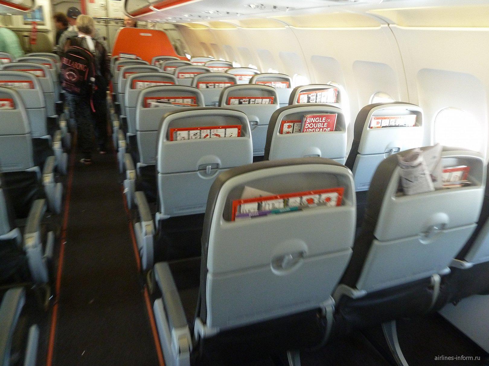Салон самолета Airbus A320 авиакомпании JetStar Airways