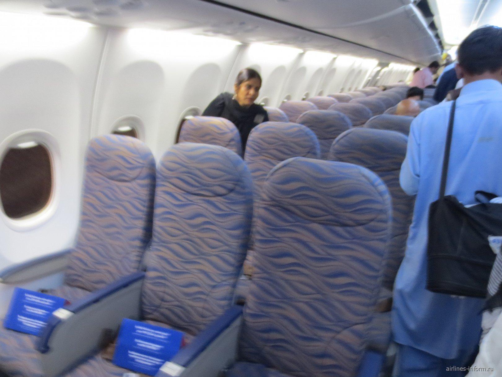 Салон самолета Боинг-737-800 авиакомпании Flydubai