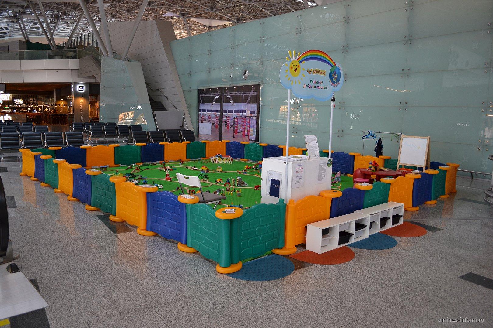 Детская площадка в чистой зоне вылета внутренних рейсов терминала А аэропорта Внуково