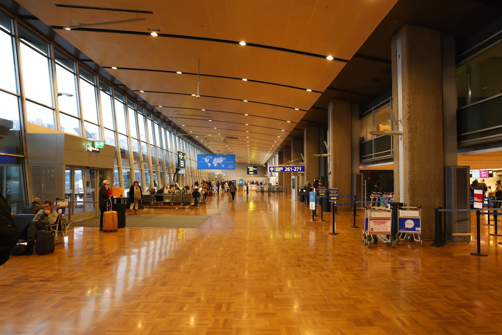 Зона регистрации на международные рейсы в Терминале 2 аэропорта Хельсинки Вантаа