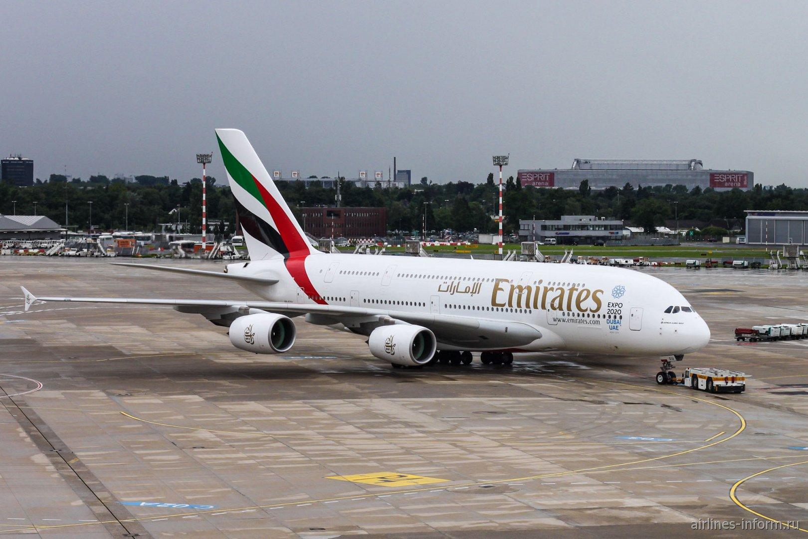 Airbus A380 авиакомпании Emirates в аэропорту Дюссельдорфа