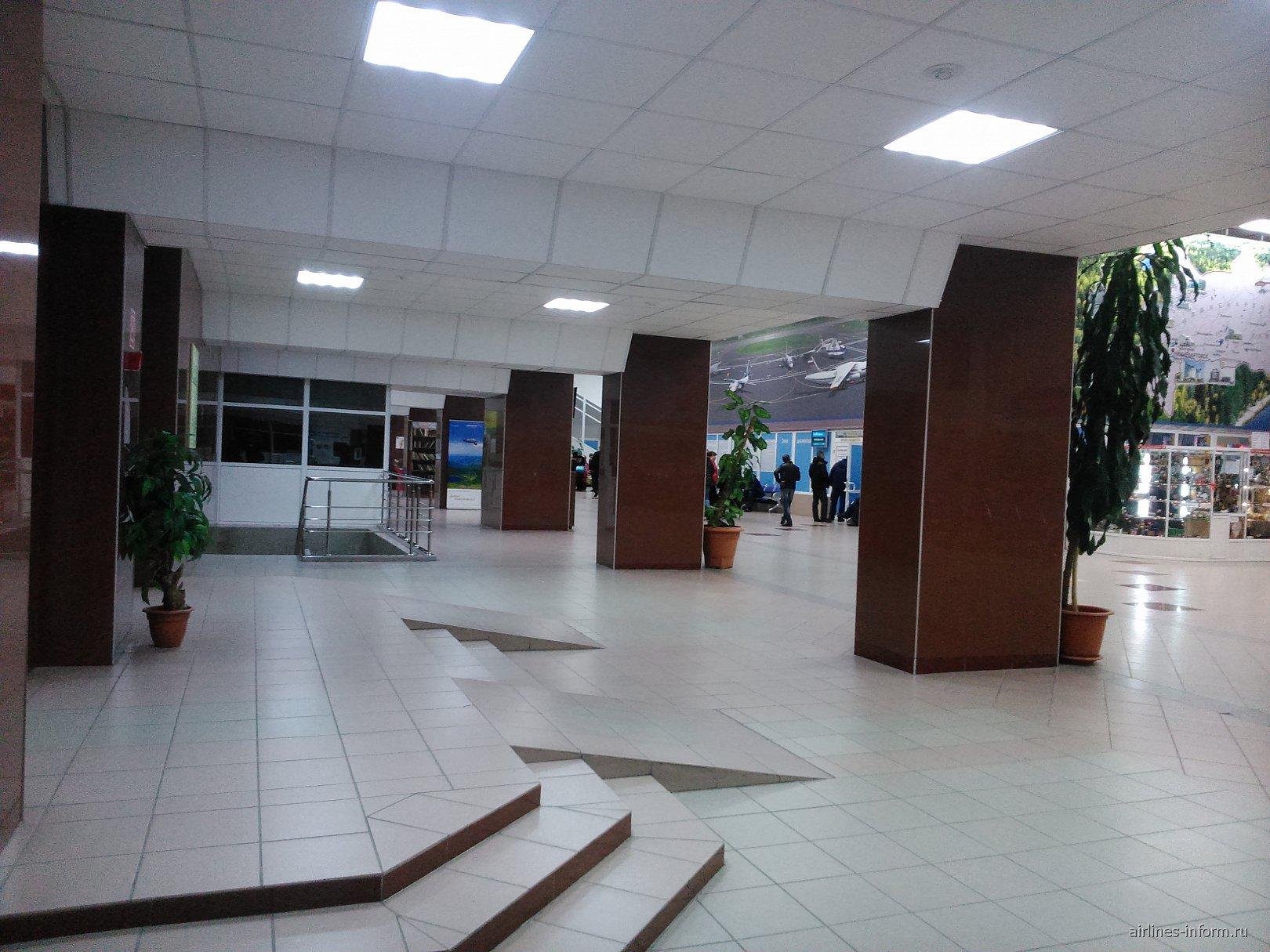 Второй этаж терминала внутренних линий аэропорта Нижневартовска