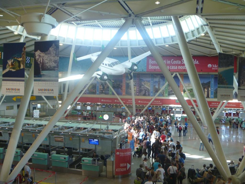 Зона регистрации в аэропорту Ольбия Коста Смеральда