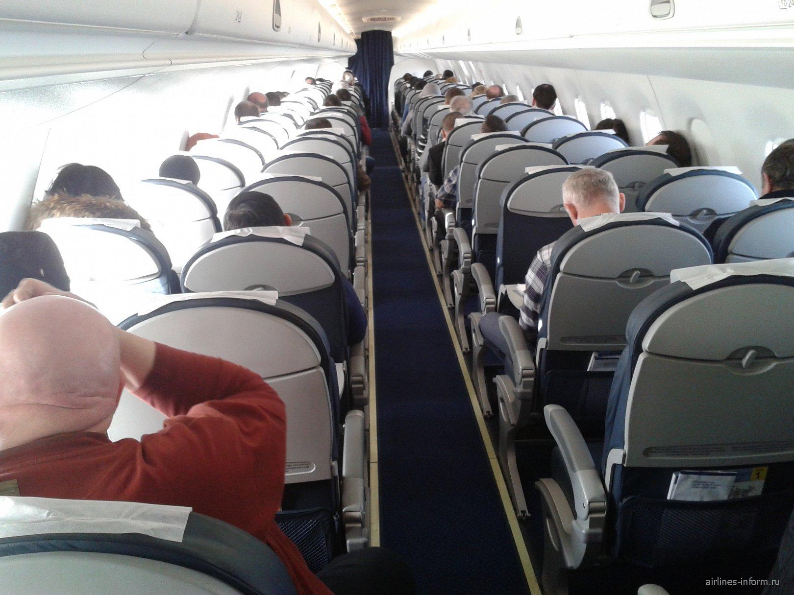 Салон самолета Embraer 190 авиакомпании Air Astana