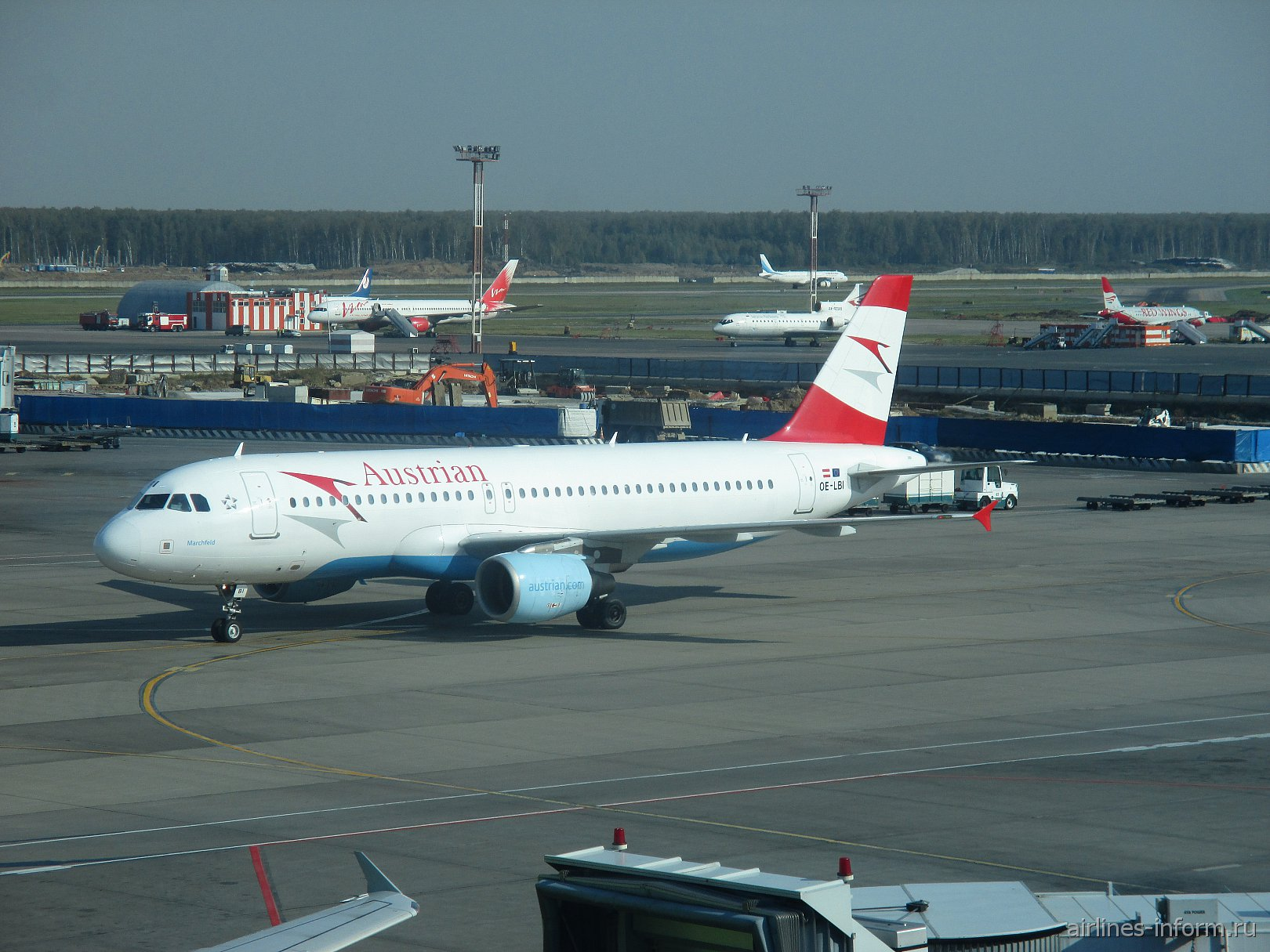 Airbus A320 Австрийских авиалиний в аэропорту Москва Домодедово