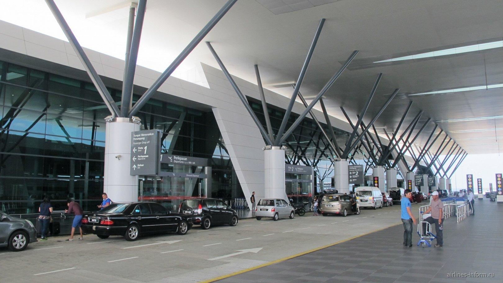 Вход в лоукост-терминал KLIA2 аэропорта Куала-Лумпур