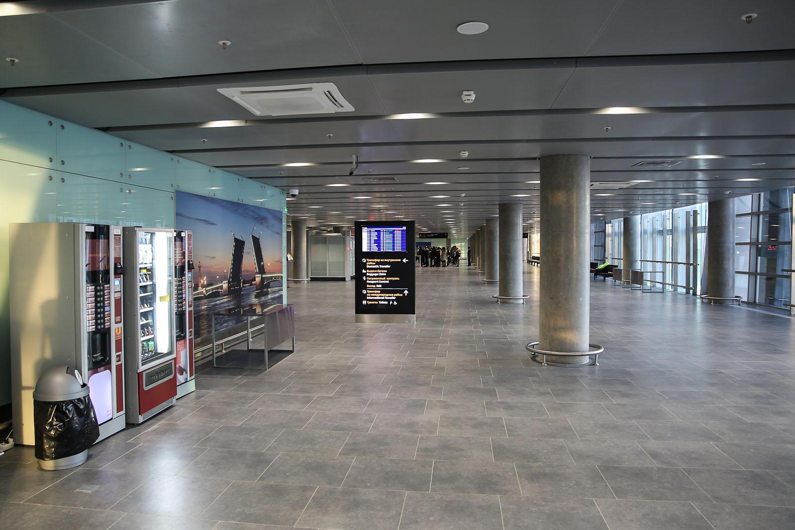 В зоне прилета в новом терминале аэропорта Санкт-Петербург Пулково