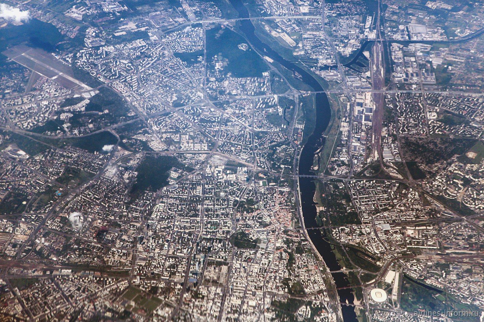 Вид из самолета на город Варшава