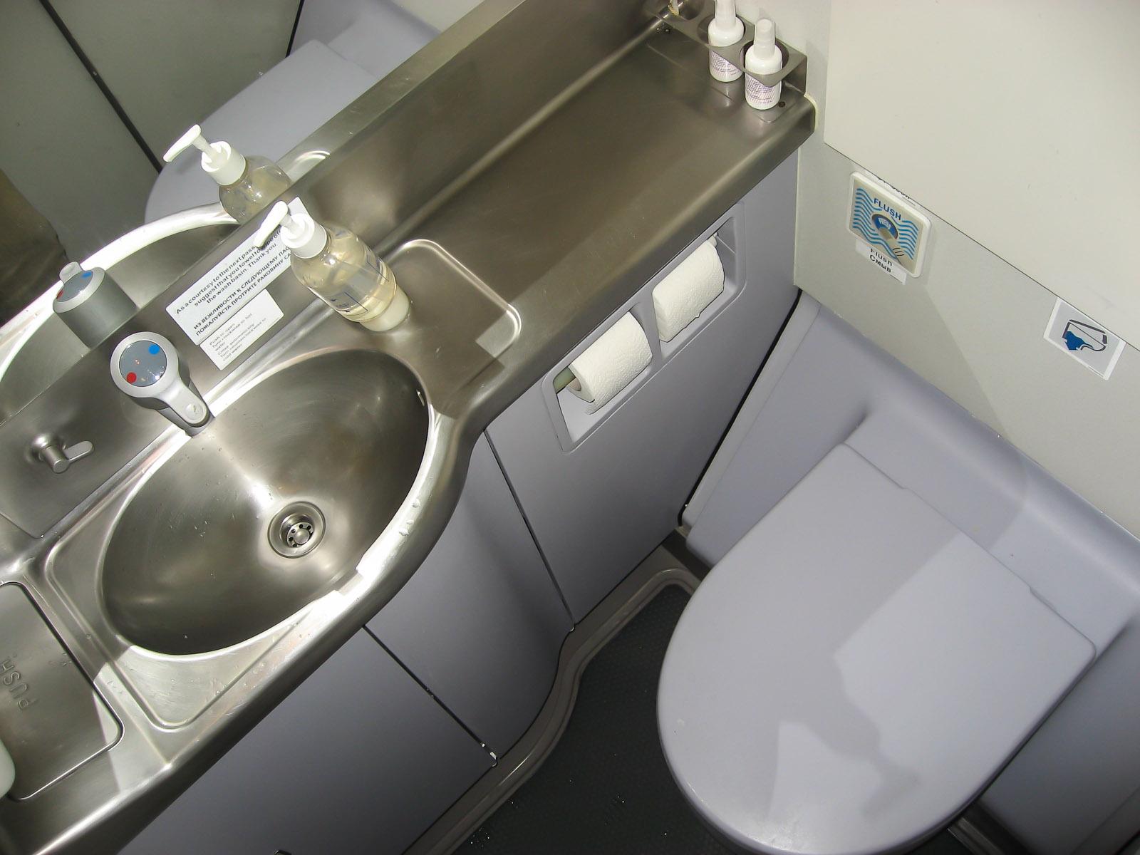 Туалет самолета Airbus A330-300 авиакомпании I Fly