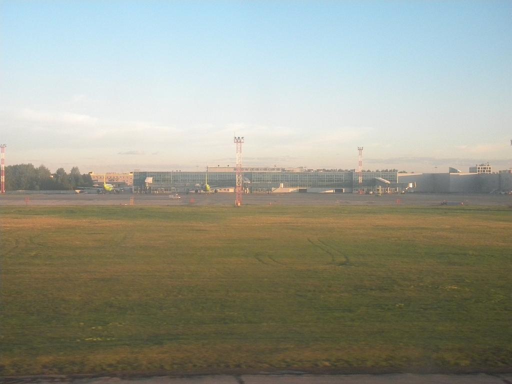 Терминал международных линий в аэропорту Новосибирск Толмачево