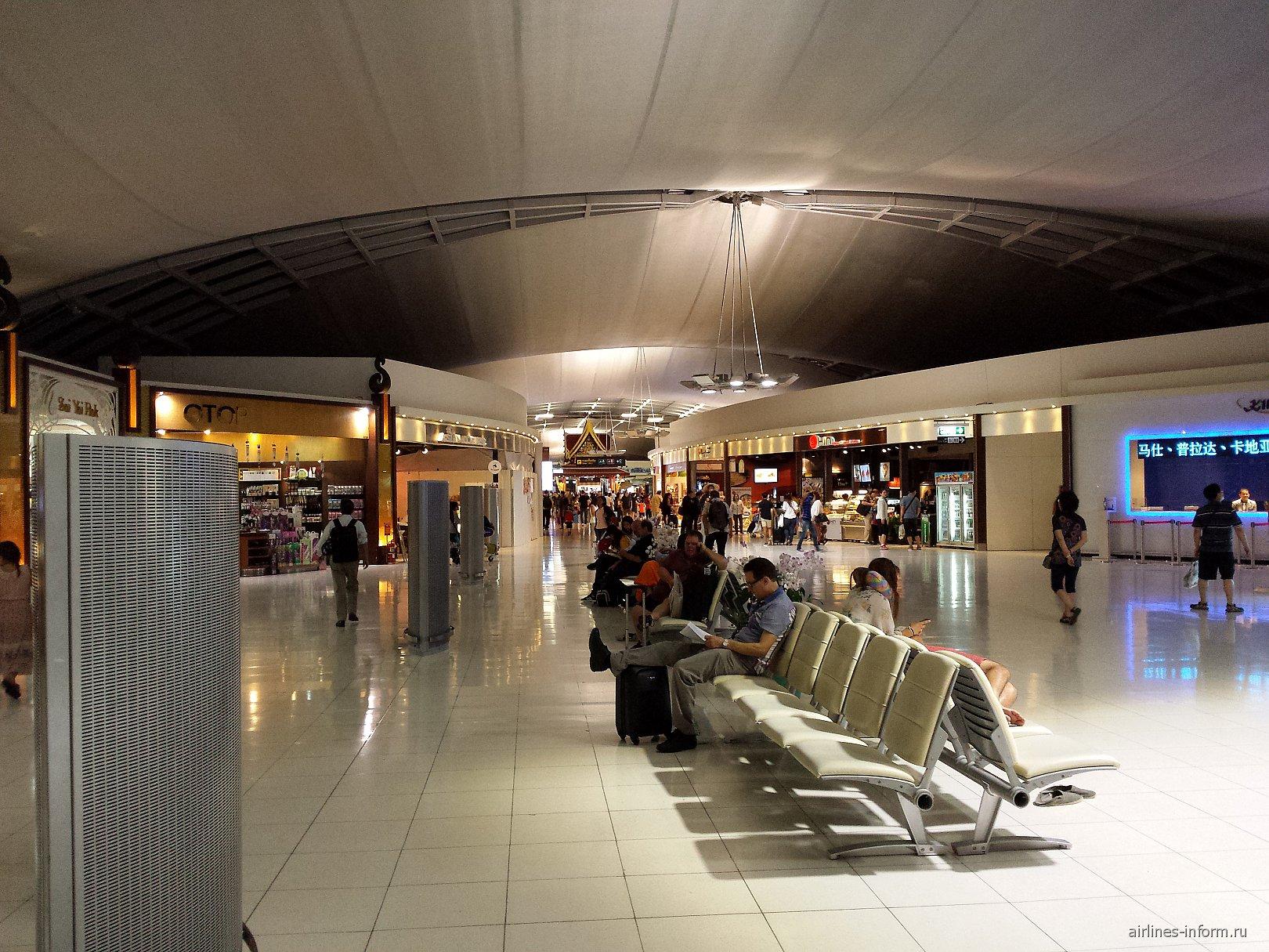В чистой зоне аэропорта Бангкок Суварнабуми