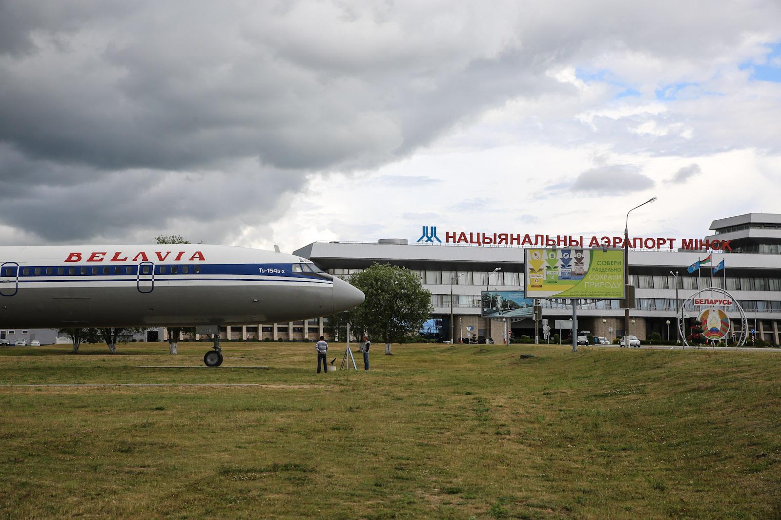Самолет-памятник Ту-154 в аэропорту Минска