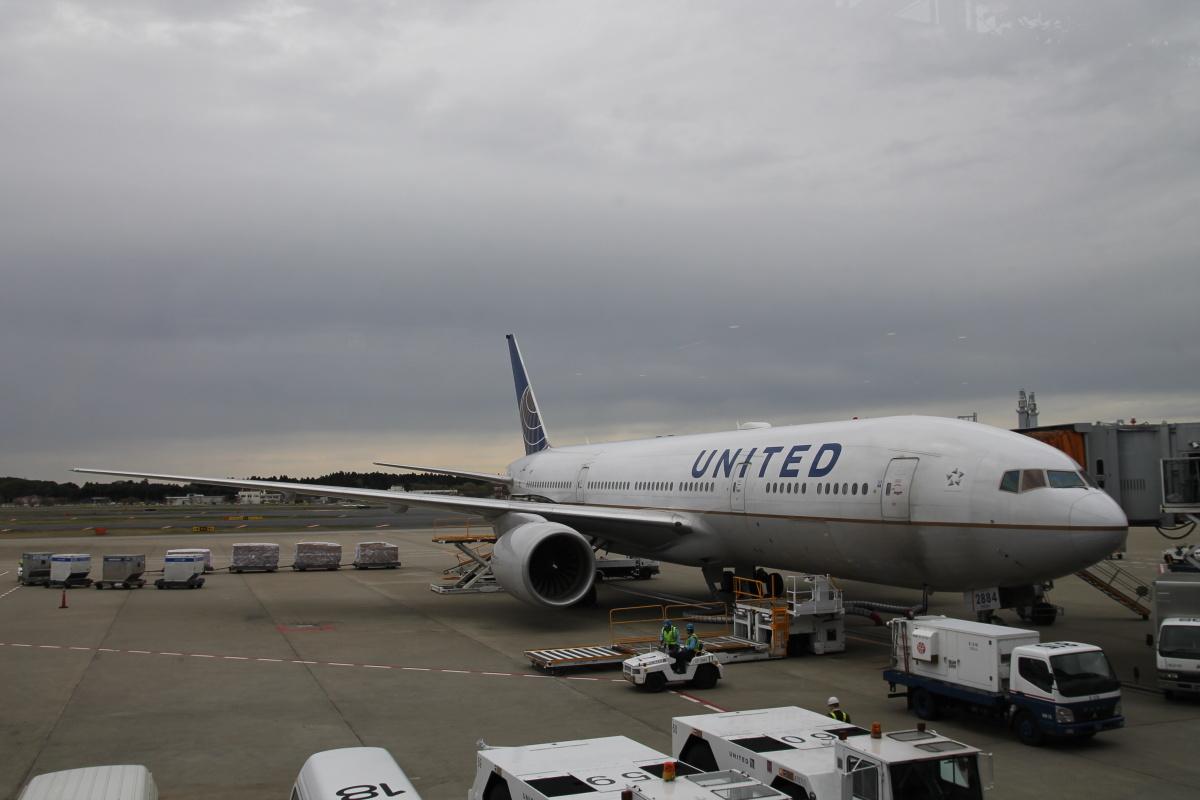 Боинг-777 United в аэропорту Токио Нарита