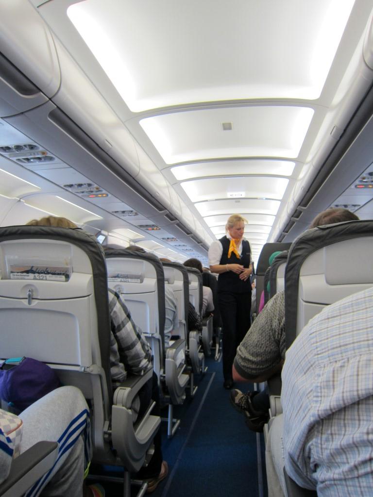 Салон самолета Airbus A321 авиакомпании Люфтганза