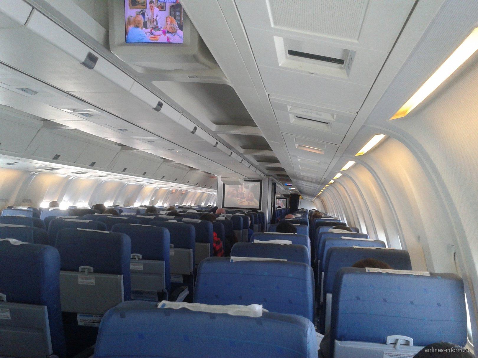 Салон самолета Боинг-767-300 авиакомпании