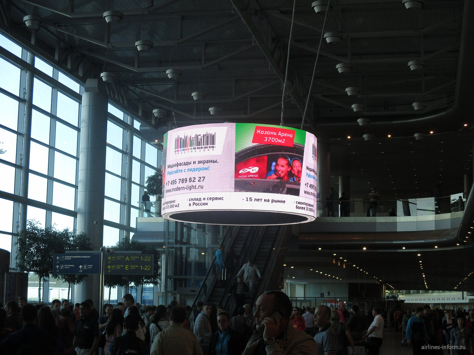 Внутри аэровокзала аэропорта Домодедово