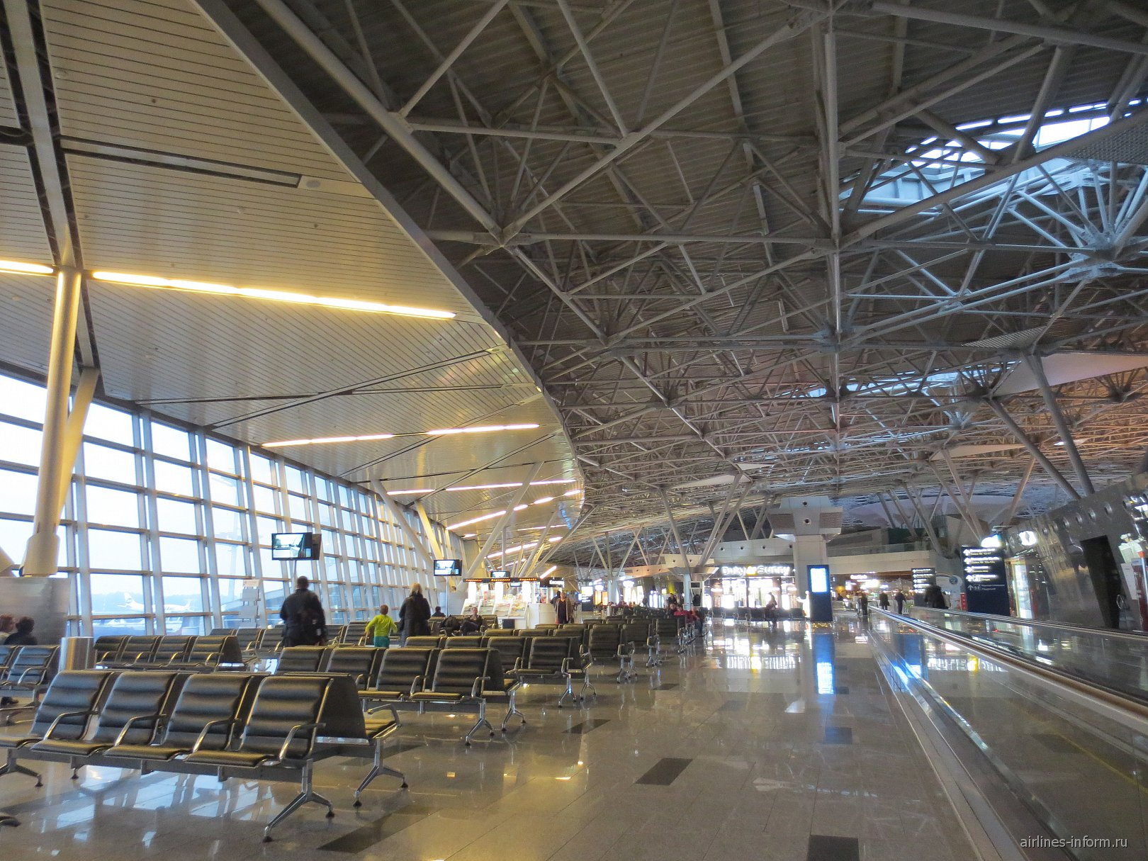 Залы ожидания в стерильной зоне аэропорта Внуково