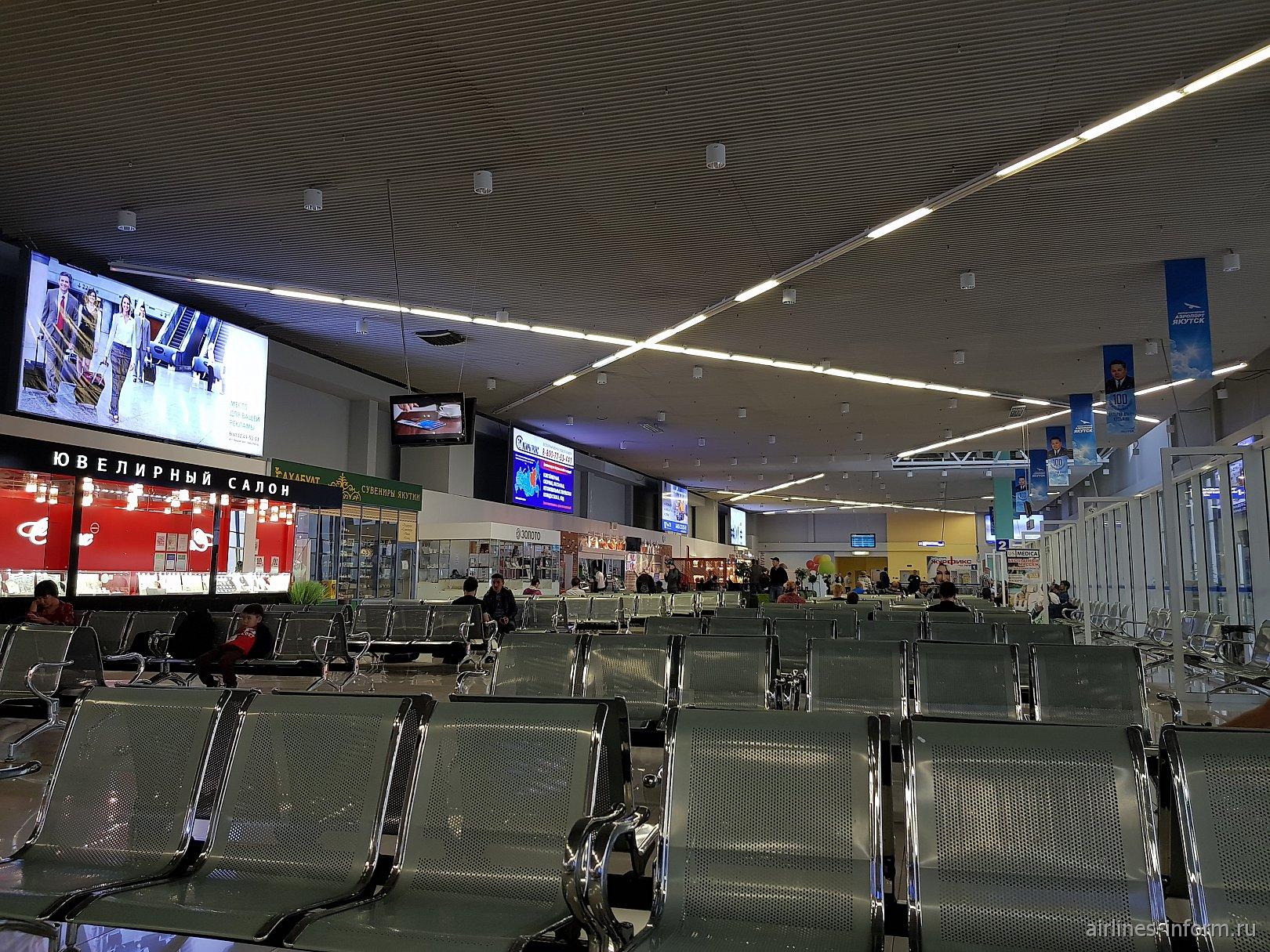 Зал ожидания у выходов на посадку в чистой зоне аэропорта Якутск