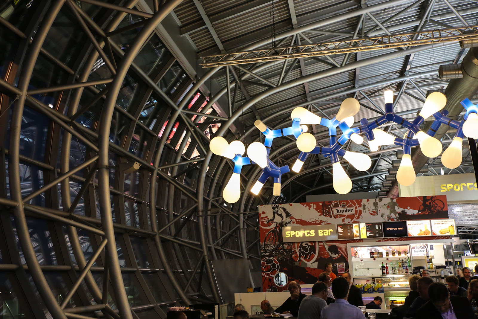 Светильник в аэропорту Брюссель