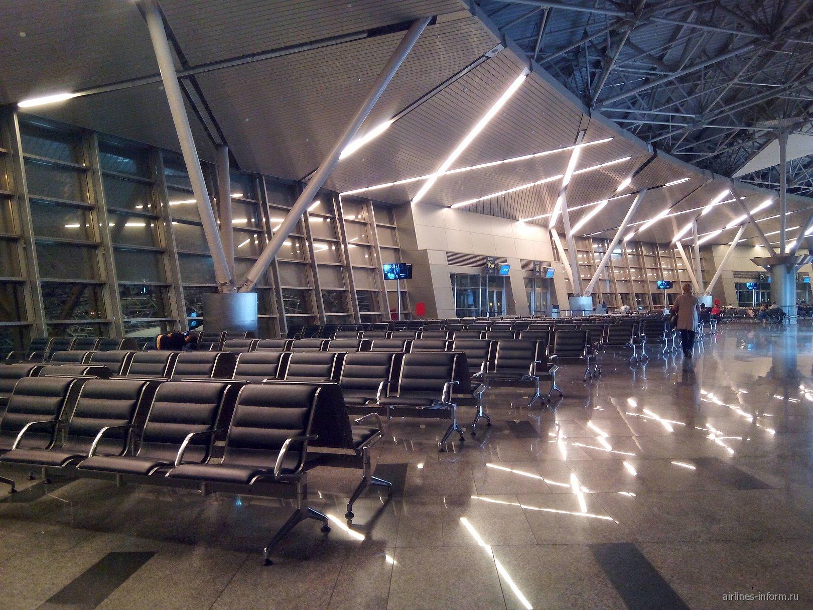 Зал ожидания в чистой зоне терминала А аэропорту Внуково