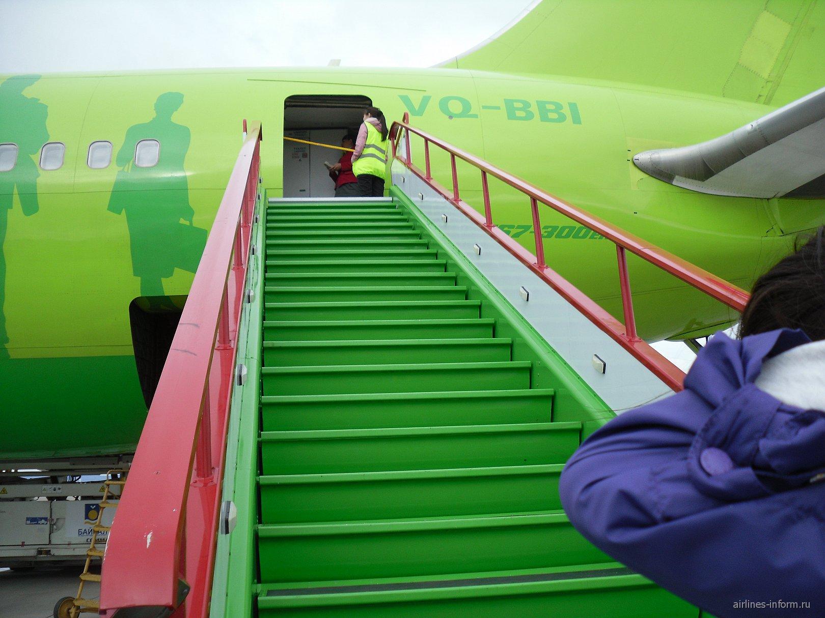 Посадка в самолет Боинг-767-300 авиакомпании S7 Airlines