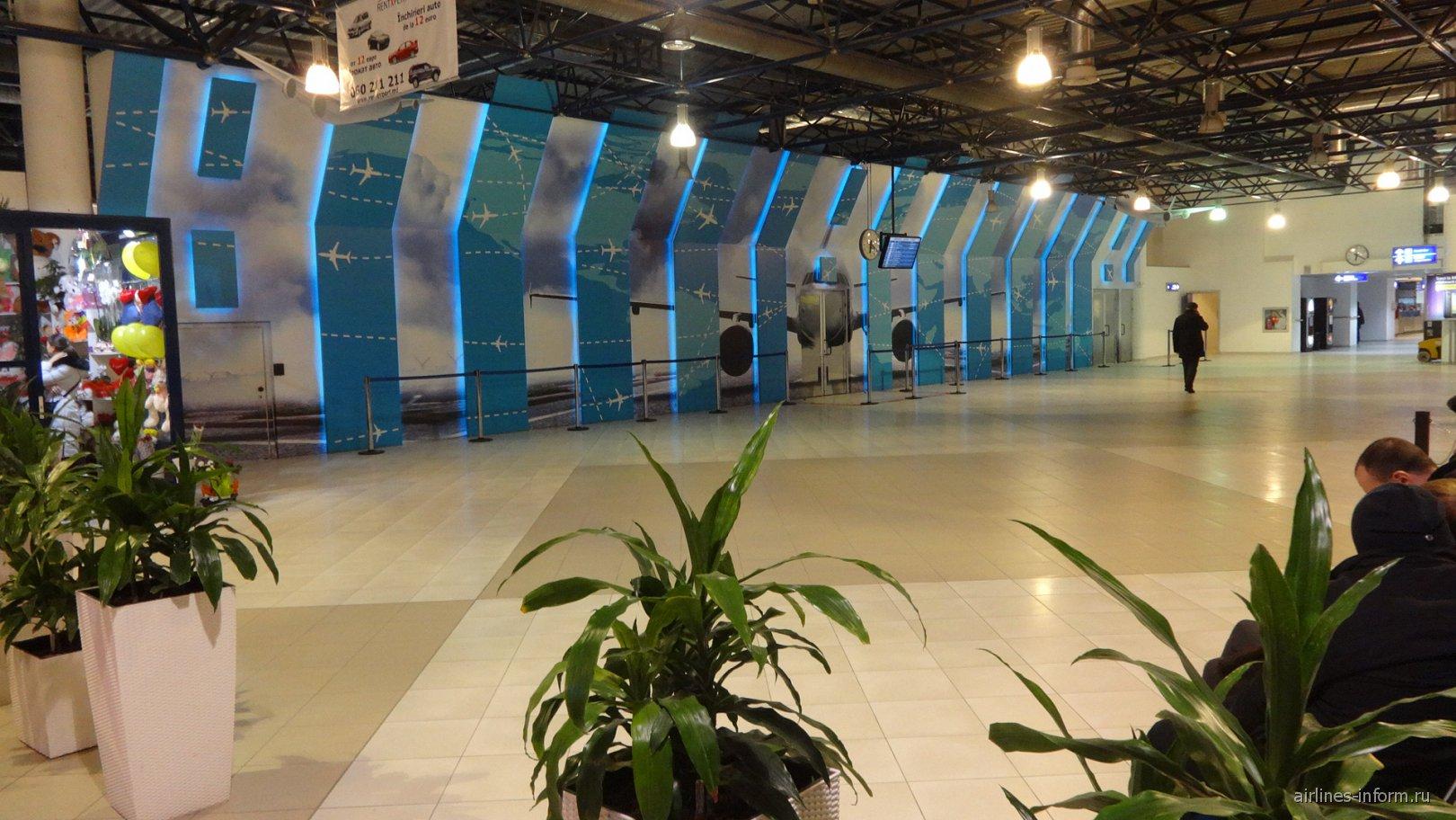 В аэровокзале аэропорта Кишинев. Зона прилета.